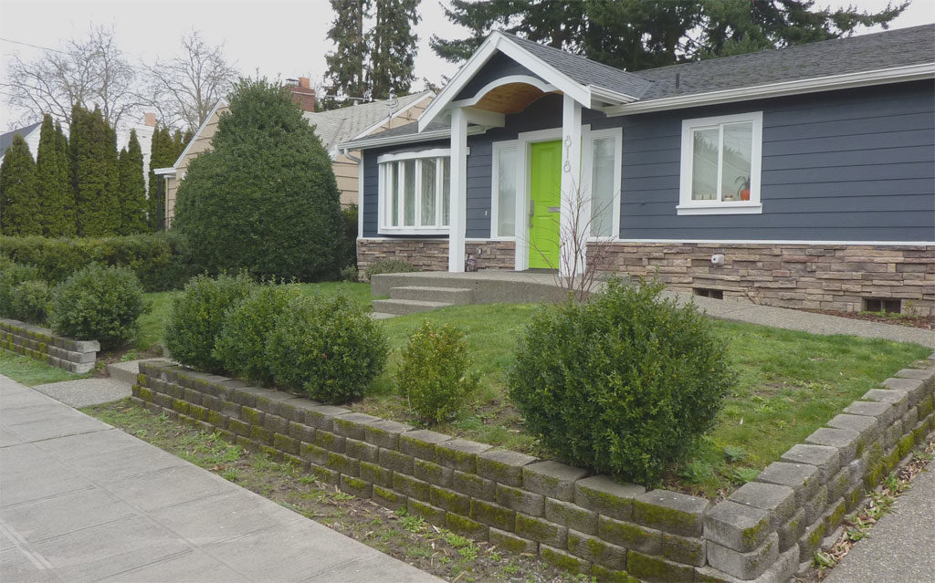 Before Photo: Front Yard with the retaining wall and lawn. Boring!